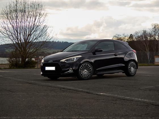 Hyundai i20 Coupe Style + Serientieferlegung + Brock B24 black polished